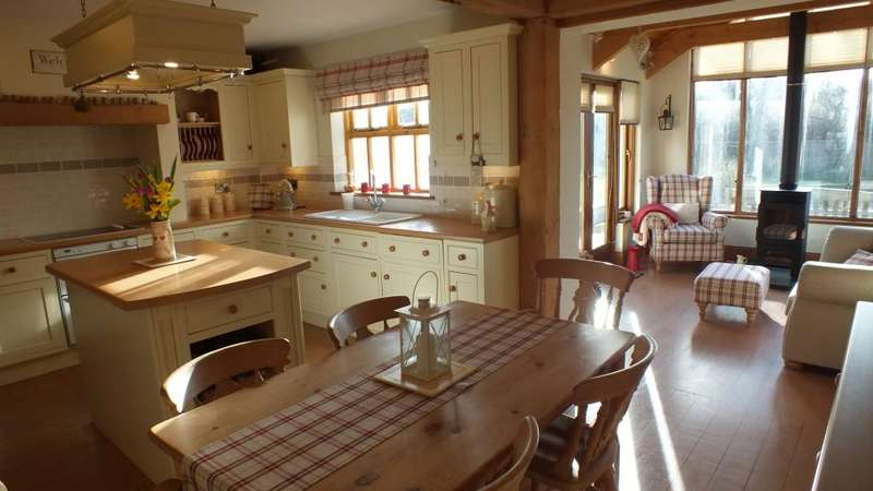 4 Bedrooms Detached House for sale in Rosebank, Maidenwells, Pembroke, Pembrokeshire