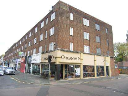 2 Bedrooms Maisonette Flat for sale in High Road, Loughton, Essex