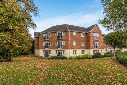 2 Bedrooms Flat for sale in Garthlands Court, The Garthlands, Stafford, Staffordshire