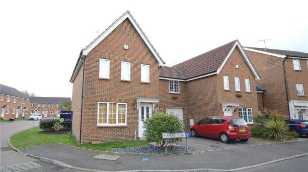3 Bedrooms Semi Detached House for sale in Angus Close, Winnersh, Wokingham