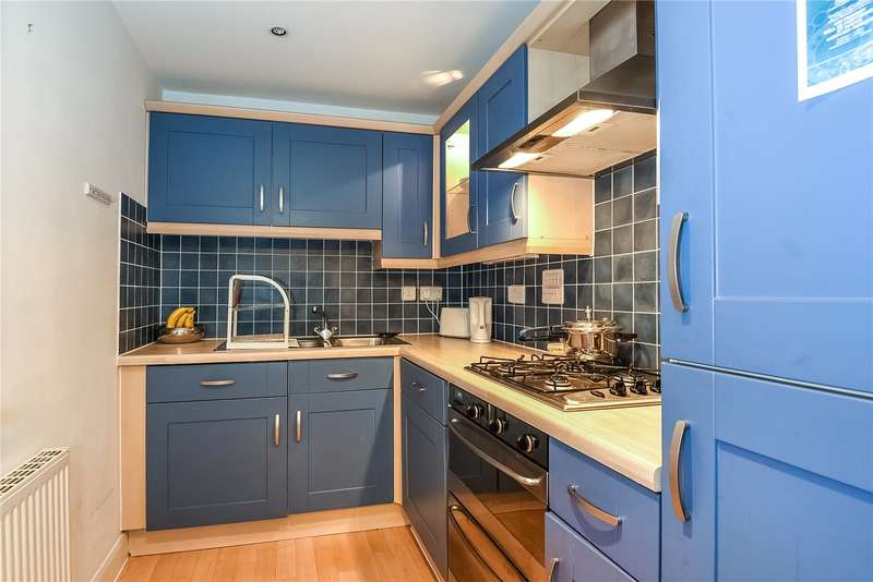 2 Bedrooms Apartment Flat for sale in Penn Place, Northway, Rickmansworth, Hertfordshire, WD3