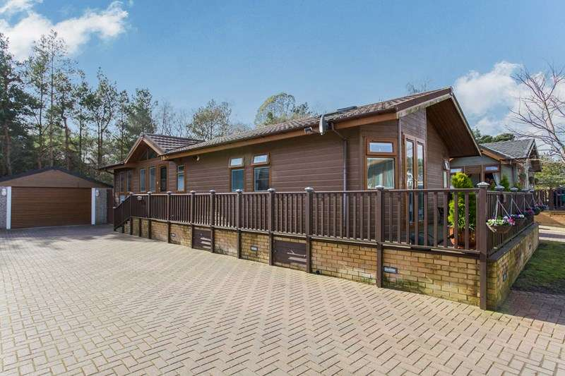 3 Bedrooms Bungalow for sale in 44 Tall Trees Park, 7 Matchams Lane, Hurn, Christchurch, Dorset, BH23 6TT