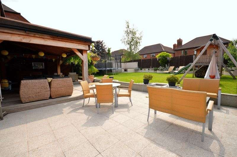 5 Bedrooms Detached House for sale in Upton Lane, Widnes