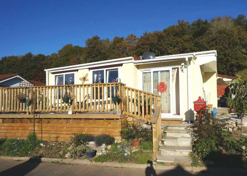 2 Bedrooms Detached Bungalow for sale in St. Dominic Park, Callington