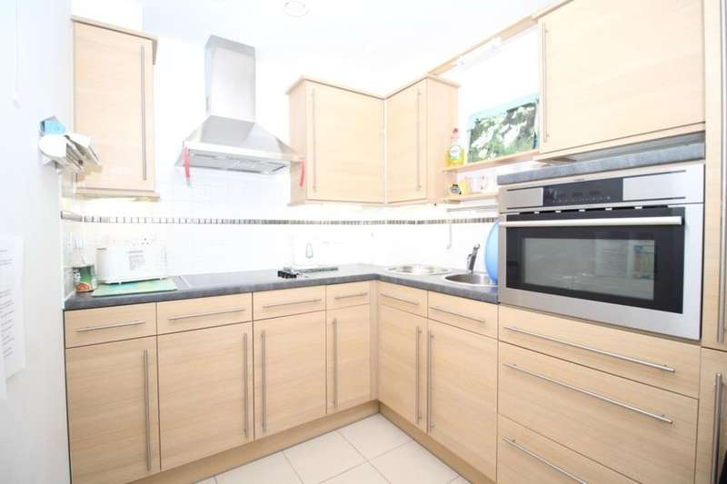 1 Bedroom Flat for sale in Church Street, LITTLEHAMPTON, BN17