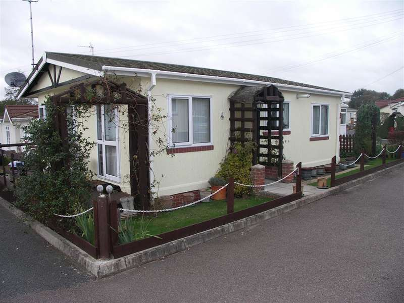 2 Bedrooms Park Home Mobile Home for sale in Smallburgh, Norwich, Norfolk, NR12