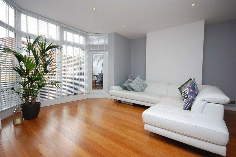 2 Bedrooms Flat for sale in Finchley Road, London
