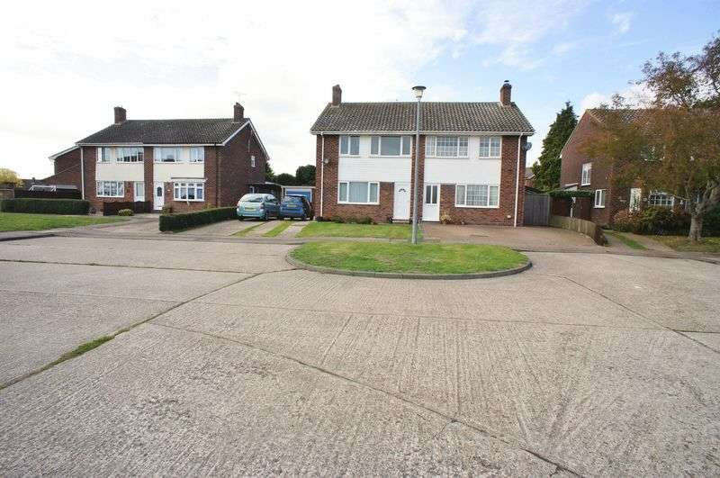 3 Bedrooms Semi Detached House for sale in Finch Drive, Great Bentley