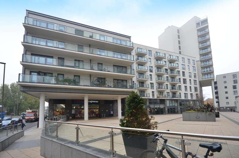 2 Bedrooms Flat for sale in Cardinal Place, Woking, GU22