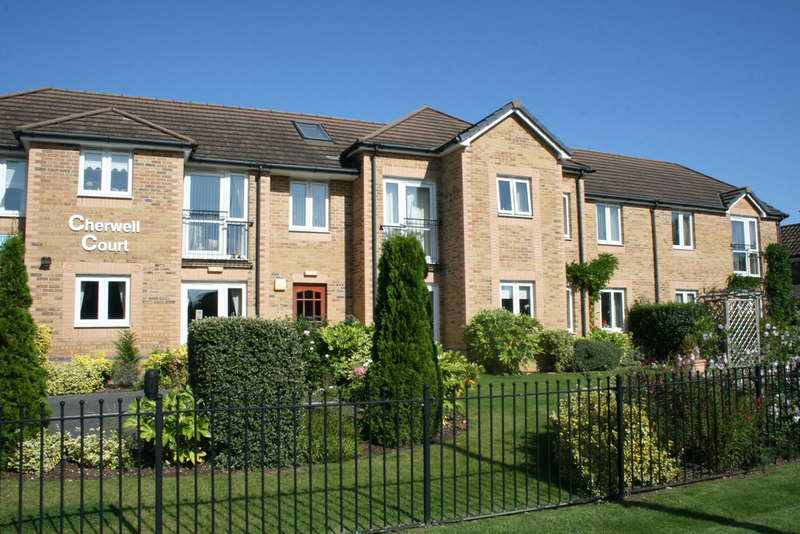 2 Bedrooms Flat for sale in Cherwell Court, Kidlington