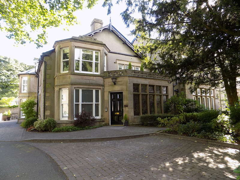 2 Bedrooms Flat for sale in Burbage Hall, Buxton