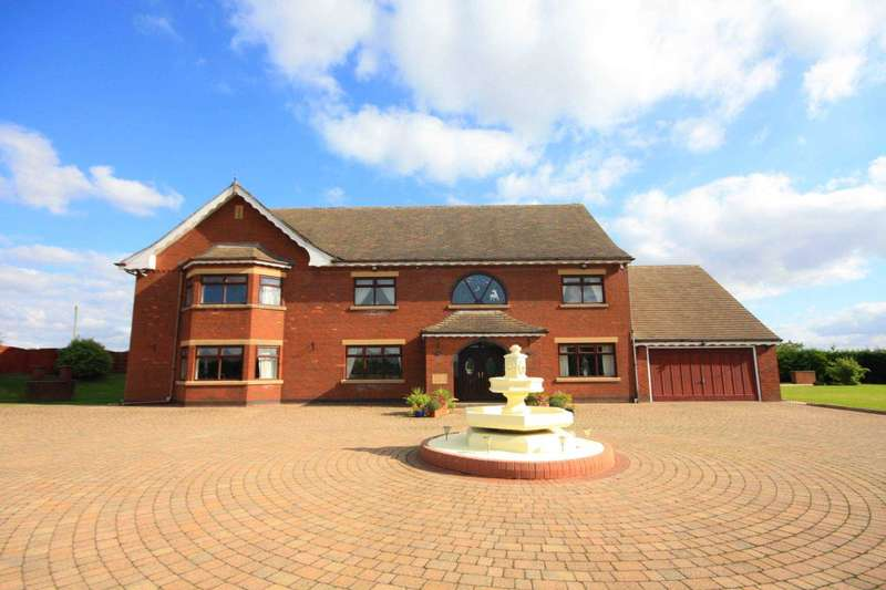 5 Bedrooms Detached House for sale in Bradley Hall Farm, Rhodes Green, Middleton