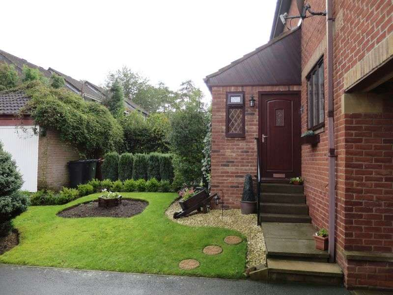 3 Bedrooms Semi Detached House for sale in Topcliffe Grove, Morley, Leeds