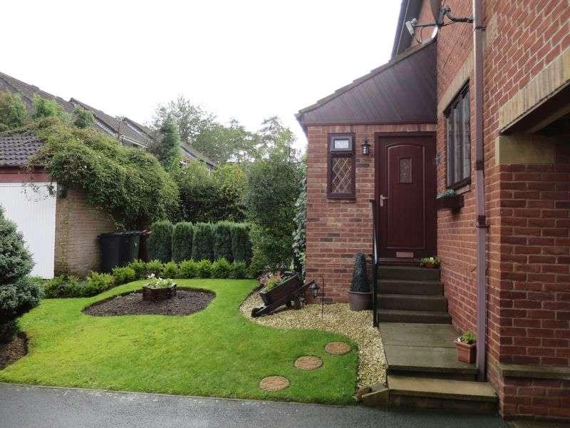 3 Bedrooms Semi Detached House for sale in Topcliffe Grove, Morley, Leeds