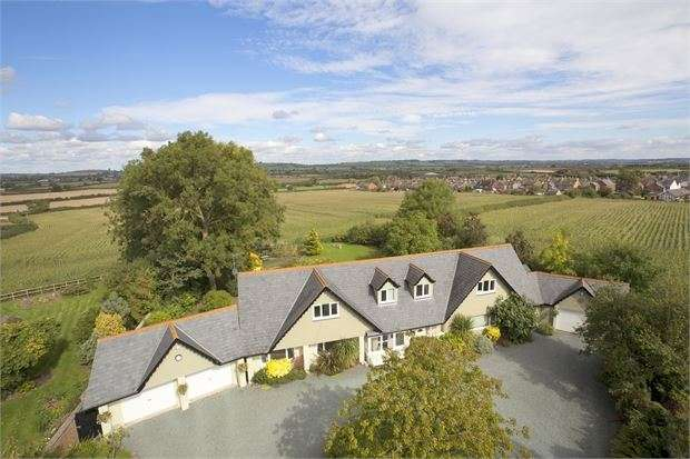 5 Bedrooms Detached House for sale in Rectory Drive, Waddesdon, Buckinghamshire. HP18 0JQ