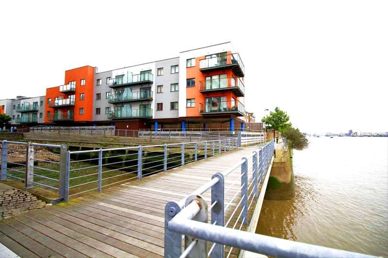 2 Bedrooms Flat for sale in Mast Quay, London, SE18
