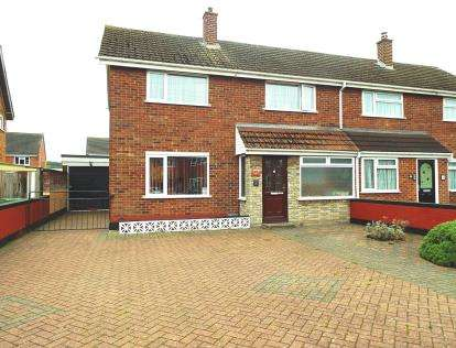 3 Bedrooms Semi Detached House for sale in Windermere Drive, Worcester, Worcestershire, Uk