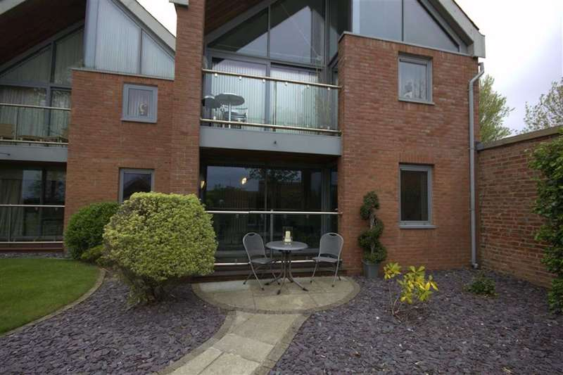 2 Bedrooms Property for rent in Mercer House, Fairlawn Road, Lytham