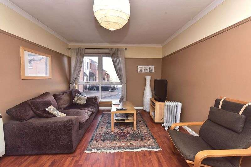 2 Bedrooms Flat for sale in Redhouse Court, Blackburn, EH47 7BU