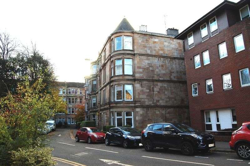 2 Bedrooms Flat for sale in Battlefield Gardens, Glasgow