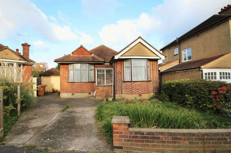 2 Bedrooms Detached Bungalow for sale in Elm Close, North Harrow