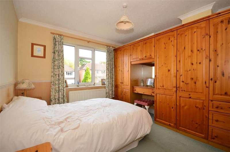 5 Bedrooms Semi Detached House for sale in Hazel Way, Fetcham, Surrey