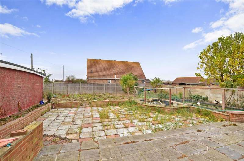 5 Bedrooms Bungalow for sale in Danes Drive, Bayview, Sheerness, Kent