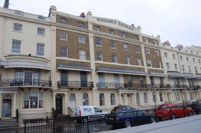 2 Bedrooms Flat for sale in Regency Square, Brighton