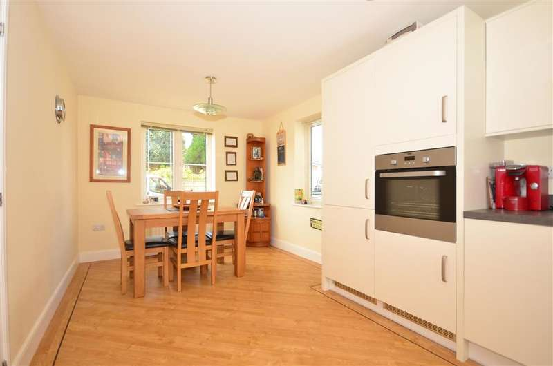 3 Bedrooms Detached House for sale in Bramble Way, Crawley Down, West Sussex