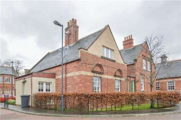 2 Bedrooms Flat for sale in Newtonloan Court, Gorebridge, Midlothian