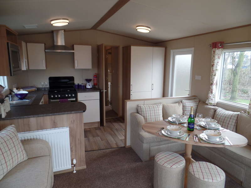 2 Bedrooms Park Home Mobile Home for sale in ABI Oakley - Naze Marine, CO14 8HL