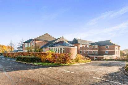2 Bedrooms Flat for sale in Hatherleigh Care Village, Hawthorn Park, Okehampton