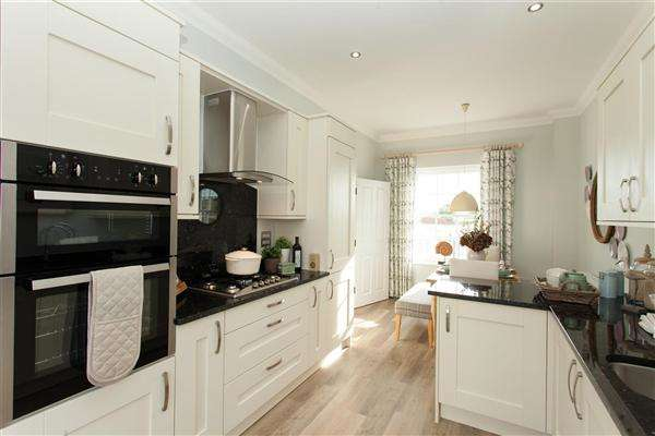 4 Bedrooms Terraced House for sale in Royal Wootton Bassett, Swindon