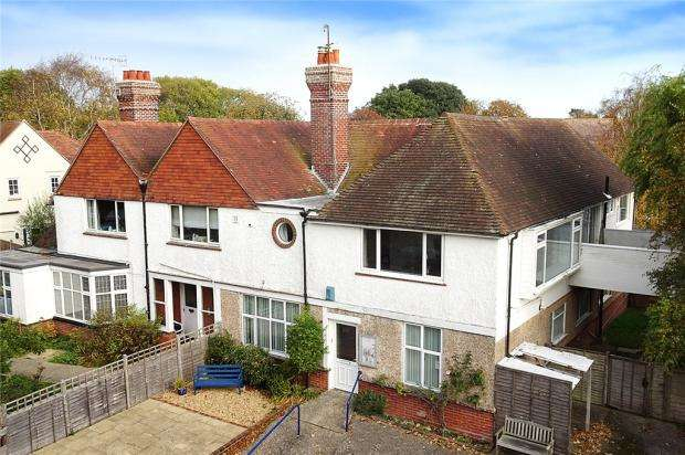 3 Bedrooms Apartment Flat for sale in Granville Road, Littlehampton, West Sussex, BN17