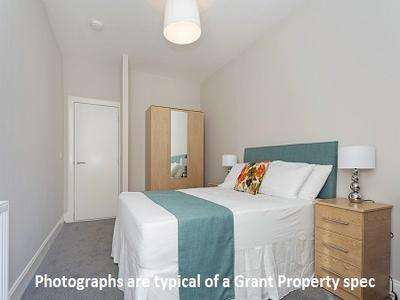 2 Bedrooms Flat for rent in Oban Drive, North Kelvinside, Glasgow