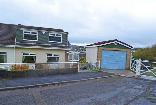 3 Bedrooms Semi Detached House for sale in Homeleigh, Newbridge, Newport, Caerphilly