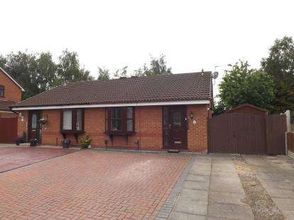2 Bedrooms Bungalow for sale in Livingstone Close, Old Hall, Warrington, Cheshire, WA5