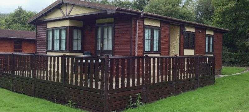 2 Bedrooms Bungalow for sale in Mandarin No. 11, Ashlea Pools Country Park, Hopton Heath, Craven Arms, Shropshire, SY7 0QD