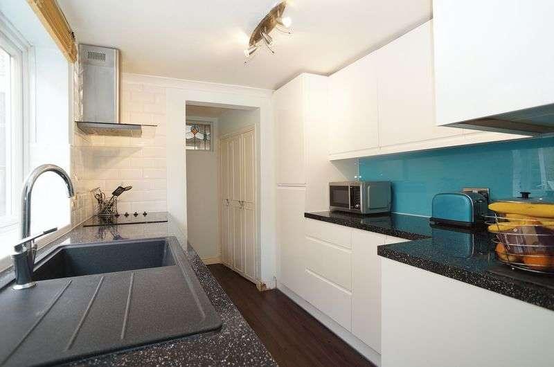 3 Bedrooms Terraced House for sale in Birkbeck Road, Sidcup, DA14 4DJ