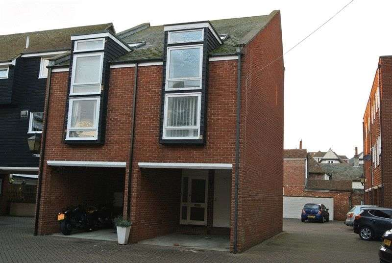 2 Bedrooms Terraced House for sale in Aynsley Court, Sandwich