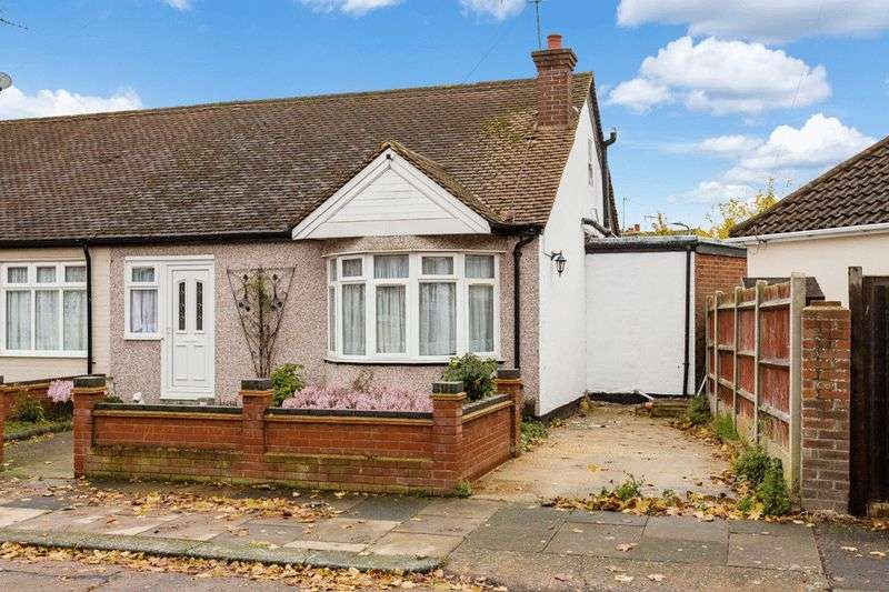 2 Bedrooms Semi Detached Bungalow for sale in Feeches Road, Southend-On-Sea
