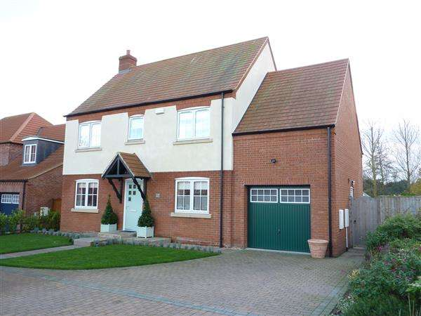 4 Bedrooms Detached House for sale in GOLF COURSE LANE, WALTHAM, GRIMSBY