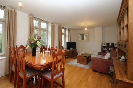 2 Bedrooms Flat for sale in Elmdale Road, Clifton, Bristol BS8 1SY