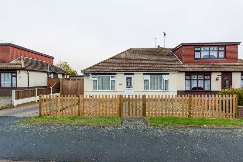 2 Bedrooms Semi Detached Bungalow for sale in Lascelles Gardens, Ashingdon