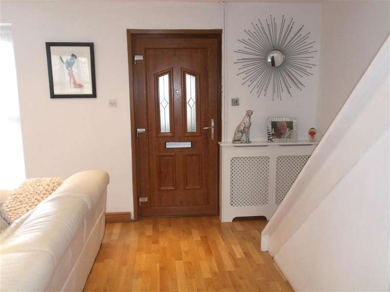 3 Bedrooms Semi Detached House for sale in Burrow Road, Chigwell, Essex