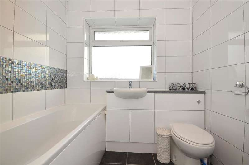 3 Bedrooms Semi Detached House for sale in Hunt Road, Tonbridge, Kent