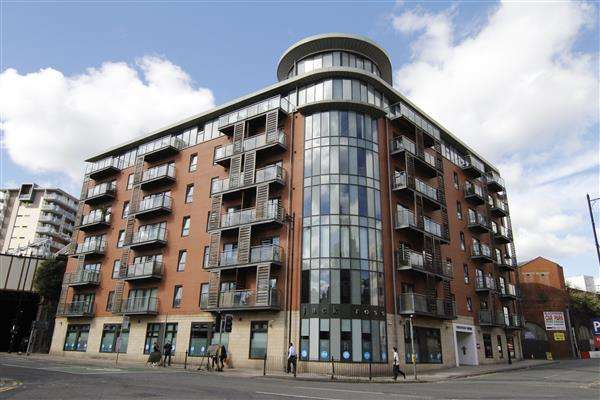 1 Bedroom Apartment Flat for sale in Barnfield House, 1 Salford Approach, Manchester
