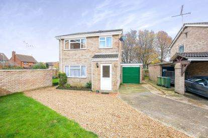 3 Bedrooms Detached House for sale in Arbroath Close, Bletchley, Milton Keynes, Buckinghamshire