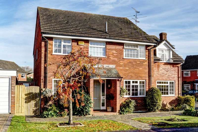 5 Bedrooms Detached House for sale in Haddenham Village