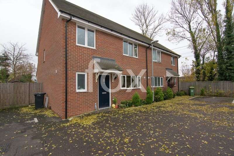 4 Bedrooms Semi Detached House for sale in Oaklands Mews, Rochford